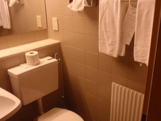 Hotel Hungaria City Center: our bathroom