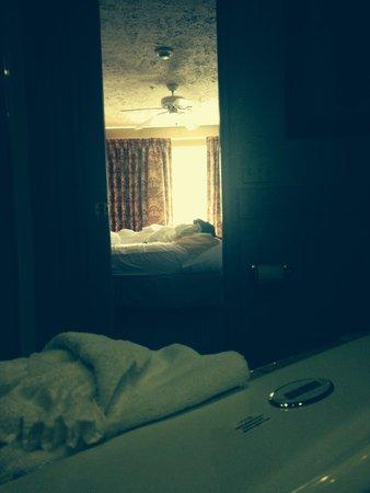 Split Rock Resort & Golf Club: The room/bathroom