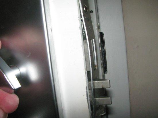 InTown Suites Chesapeake/Battlefield : Broken lock on door