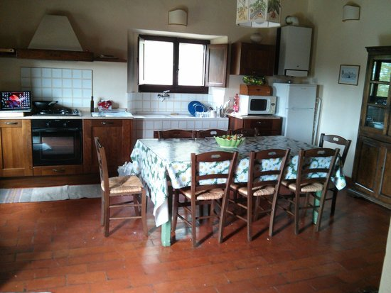 Sala da pranzo con cucina - Foto di Il Piratello, Vernazzano Basso ...