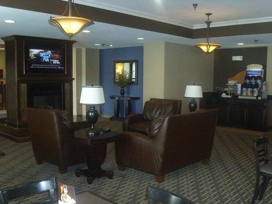 Holiday Inn Express Devils Lake : Lobby Lounge