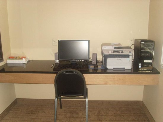 Holiday Inn Express Devils Lake : Business Center