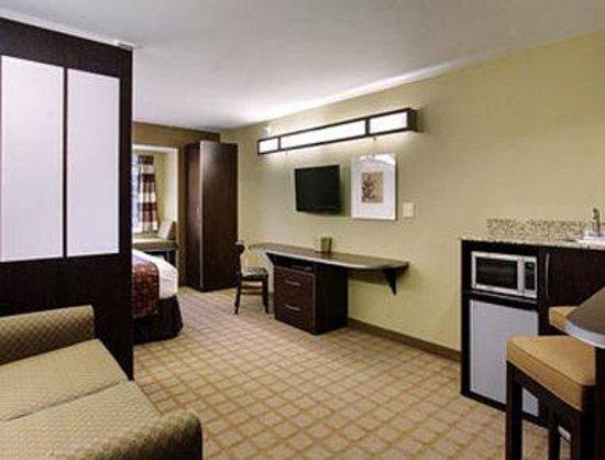 Microtel Inn & Suites by Wyndham Prairie du Chien: Suite