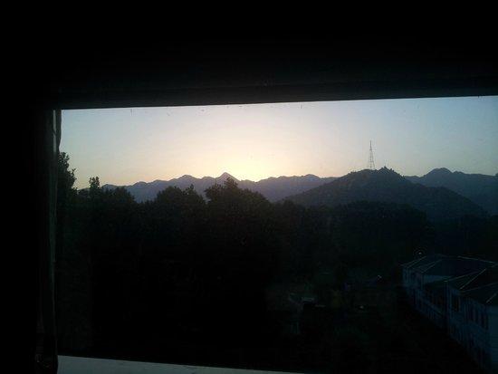 Grand Mumtaz Srinagar: Sunrise from the east facing windows