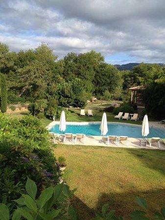 Le verger Maelvi: jardin et piscine