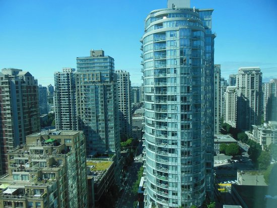 Westin Grand Vancouver: View of highrise
