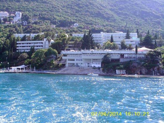 Precise Club Hotel Riviera Montenegro : L'hôtel vue du bateau