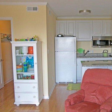 Beachside Tennis Resort: Living And Kitchen