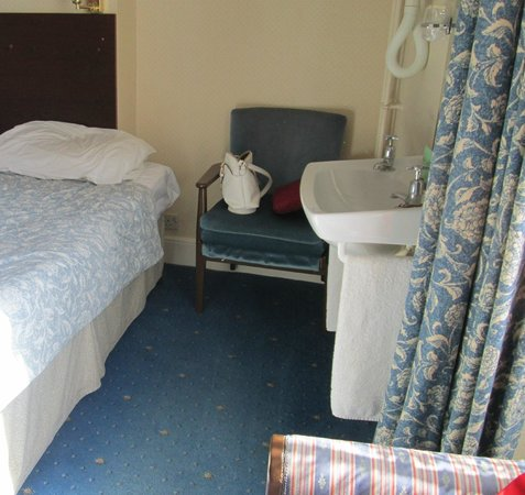 Ambassador Hotel: 'Similar to Pontin's value chalets' the other part of the 'en-suite'