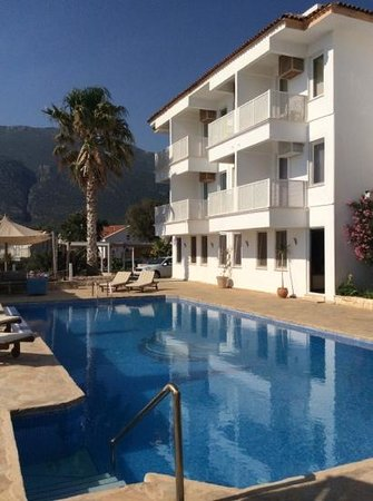 Mavilim Hotel: sea view rooms and a superbly located (and warm) pool for evening sun...