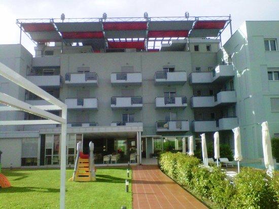 Domino Suite Hotel: vista posteriore