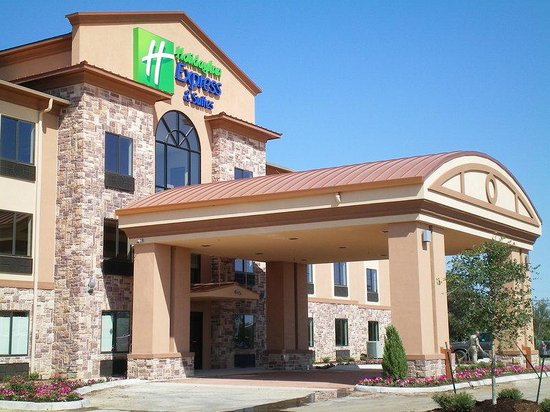 Holiday Inn Express Hotel & Suites Mineral Wells: Hotel Exterior