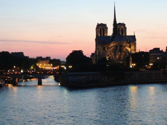 Ile de la Cite: View of Notre-Dame from le Pont de l'archevêché