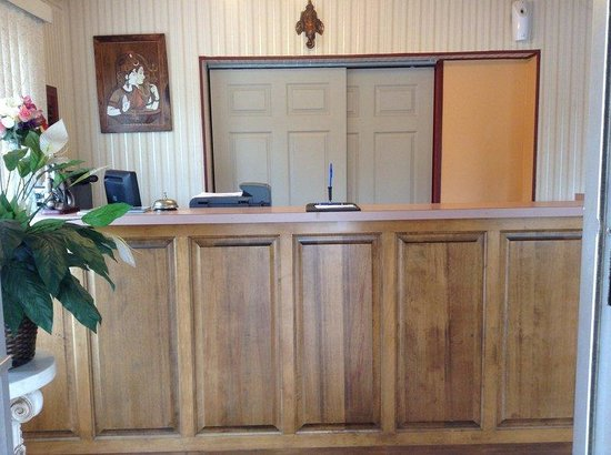 Village Inn Motel Berrien Springs : FrontDesk