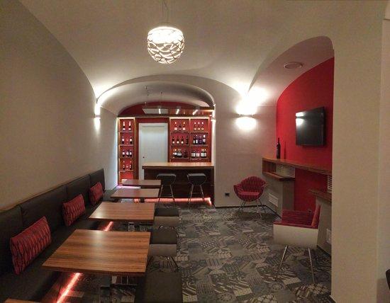 Hotel Posa Posa: Wine Cellar