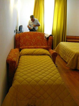 Hotel Panoramic: kızımın bayıldığı ek yatağı