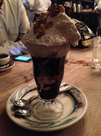 "Peter Luger Steak House : ""Holy Cow"" hot fudge sundae"