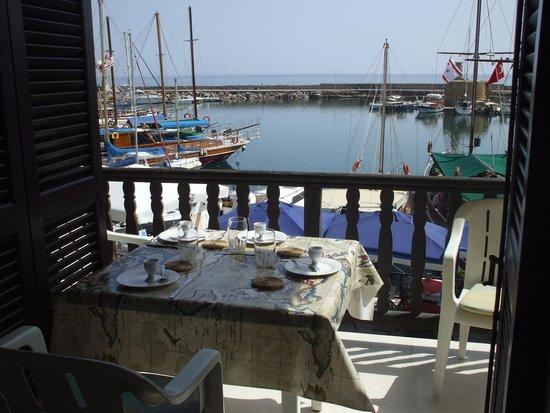 Port de Kyrenia : Kyrenia harbour from apartment.