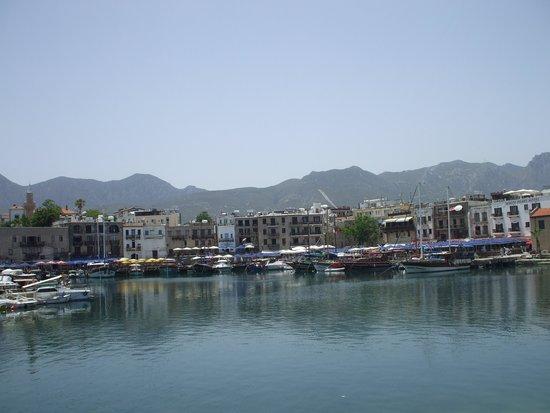 Port de Kyrenia : Kyrenia harbour from sea wall promenade.