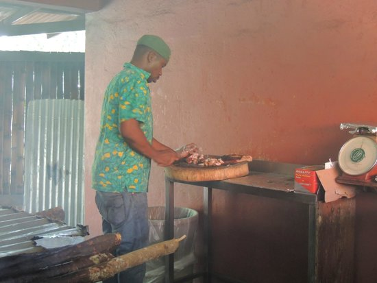 Scotchie's : Cutting the pork