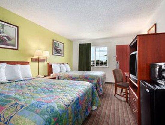 Days Inn Turlock : Two Queen Bed Room