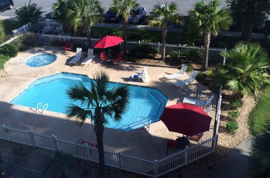Best Western Plus Valdosta Hotel & Suites: View of pool from our room ...