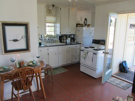 Pecan Creek Cottage and Lodge: Kitchen