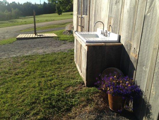 Kingdom Farm Lodge & Vacation Rentals : purposeful sink w mountain bike wash station behind