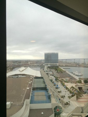 Marriott Marquis San Diego Marina : View of Convention Center from window next to elevator
