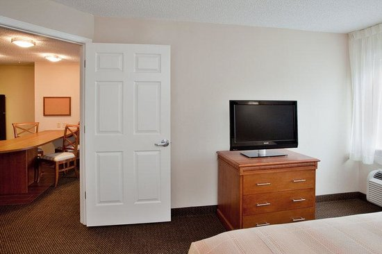 Candlewood Suites Richmond Airport: King Bed Guest Room