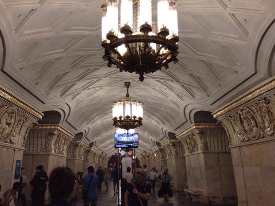 Metro Moskau: สถานีแรก ยังไท่เท่าไหร่