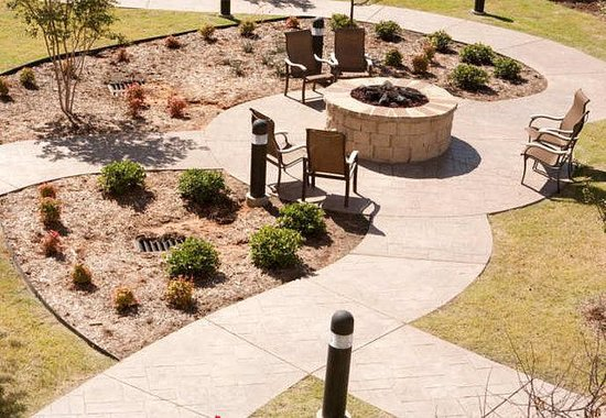 Courtyard by Marriott Norman: Courtyard Fire Pit