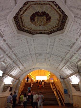 Metro Moskau: โอ่