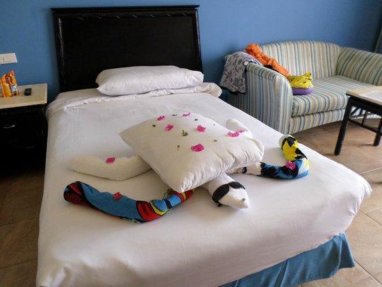 Park Inn by Radisson Sharm El Sheikh Resort: towel art