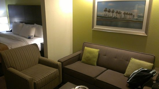 Comfort Suites Miami Airport North: Living de la habitacion