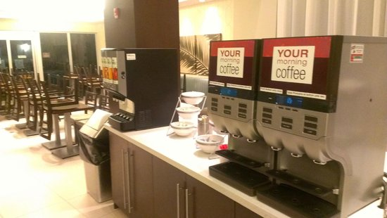 Comfort Suites Miami Airport North: Area para desayunar