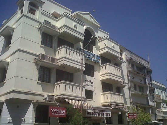 Pondicherry Executive Inn Pvt Ltd : beautiful building easy to find
