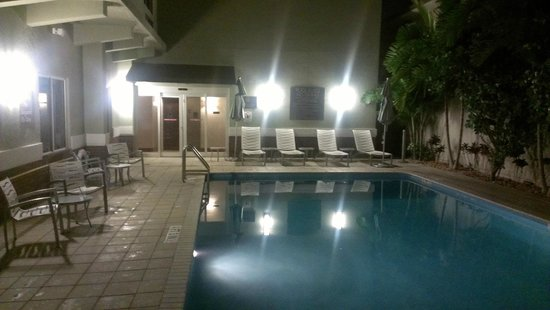 Comfort Suites Miami Airport North: Piscina