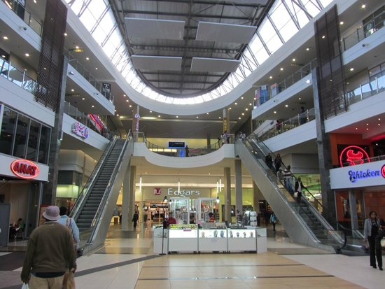 Soweto, Dél-Afrika: Interior of Maponya Mall