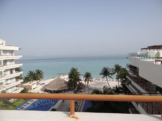 Ixchel Beach Hotel: Beach