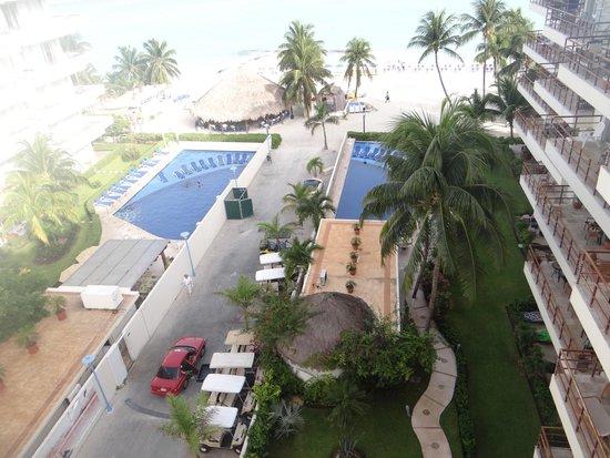 Ixchel Beach Hotel: Morning view