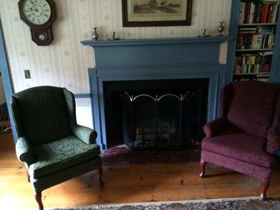 Colonel Spencer Inn: Public living room