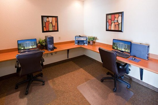 Candlewood Suites Springfield: Business Center