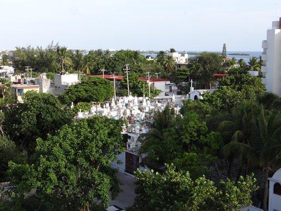 Ixchel Beach Hotel: Cemetery View!