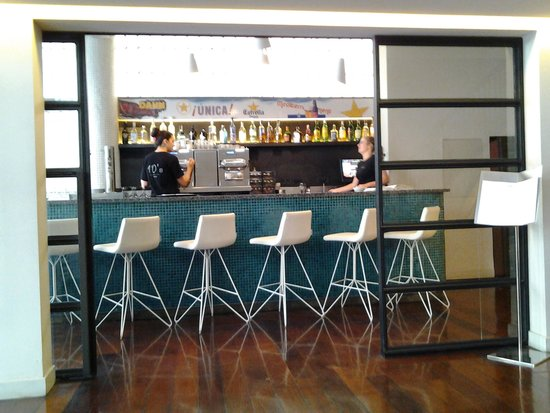 Park Hotel Barcelona: view of bar from lobby
