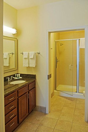 Staybridge Suites Milwaukee West Oconomowoc: Guest Bathroom with Shower Only.
