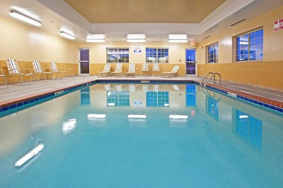 Candlewood Suites Lexington: Swimming Pool