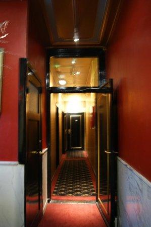 The Toren: коридор
