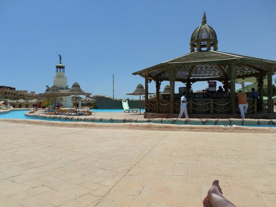 Park Inn by Radisson Sharm El Sheikh Resort: lazy river and bar