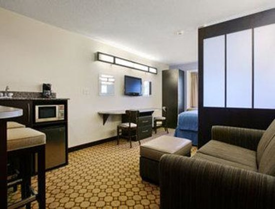 Microtel Inn & Suites by Wyndham Elkhart: Suite